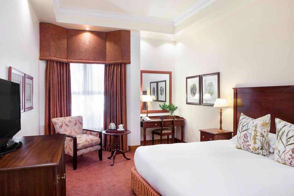 Quatermain hotel room