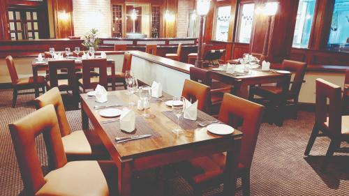 PH Regent - Grill Room